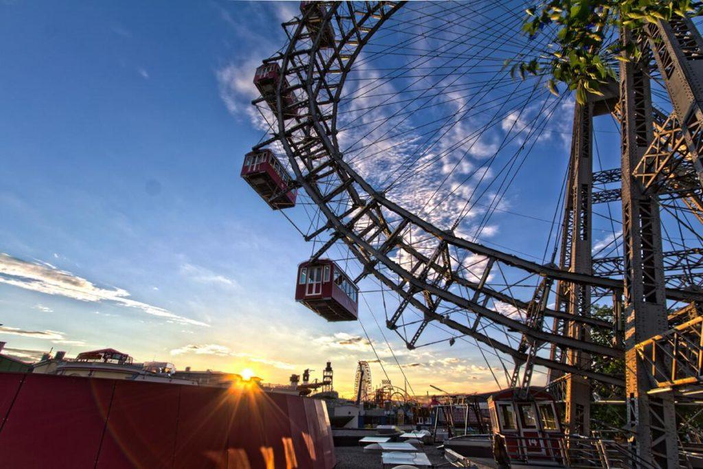 Wiener Riesenrad bei Sonnenaufgang