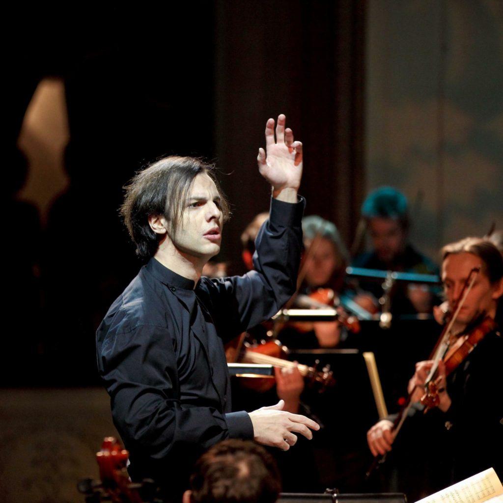 Teodor Currentzis und sein Ensemble musicAeterna