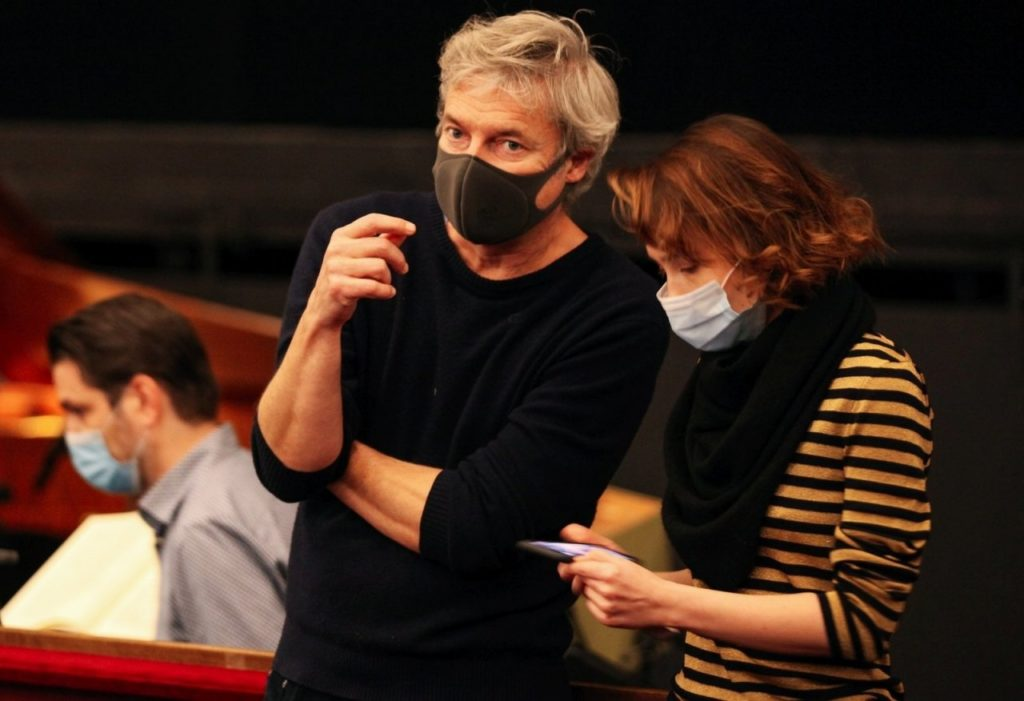 Alfred Dorfer und Ko-Regisseurin Kateryna Sokolova bei den Proben im Theater an der Wien